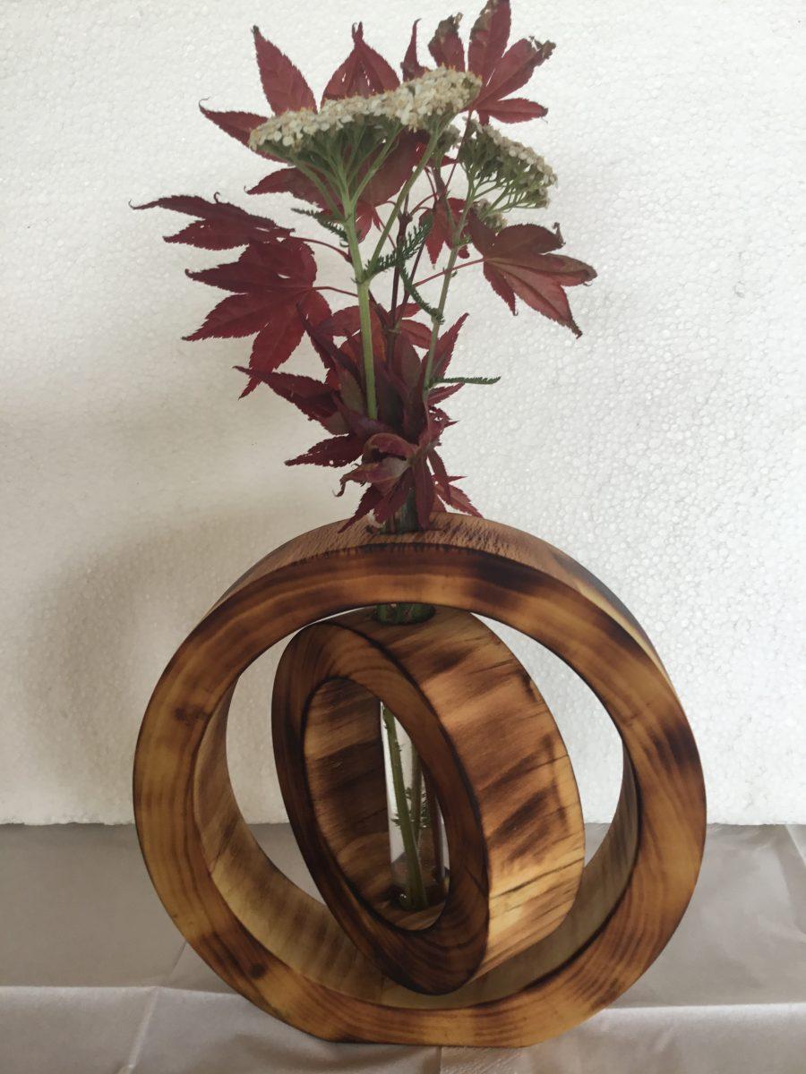 Vase i brændt træ